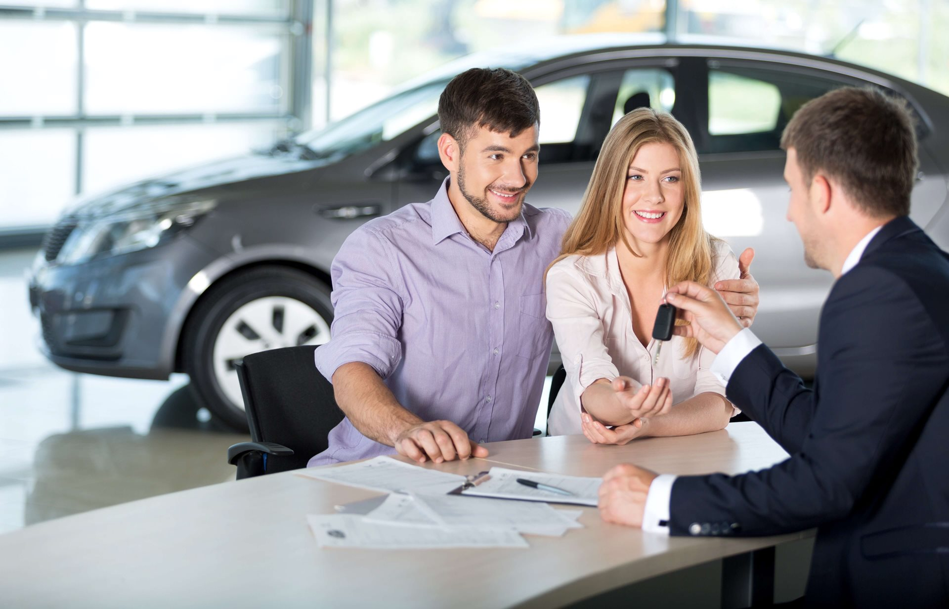 Couple getting auto loan